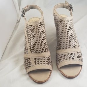 Vince Camuto 7M Lendia Perforated Shooties